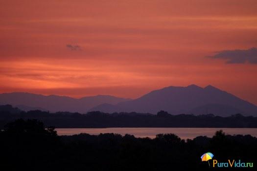 Закат на Тихом, вид на залив Никоя.