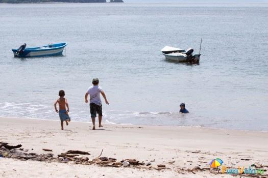 Пляж и рыбацкие лодки