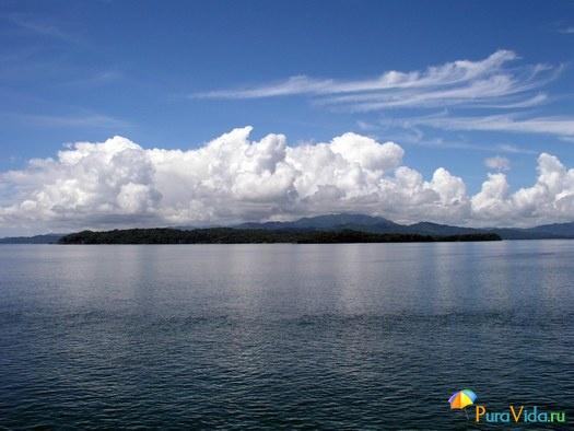 Залив Никойа и облака